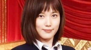 本田翼 紺色ハイソックスとプリスカの制服画像