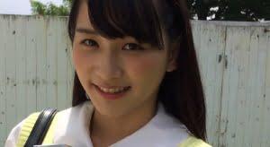 天羽成美 黄色のベストに白ソックスなプリスカ制服画像