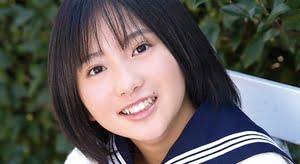 石田果子 紺色ハイソックスなセーラー服画像