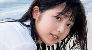 吉田莉桜 チェック柄プリスカと濡れた生足の制服画像