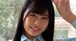 遠藤美南 白いベストとチェック柄プリスカの制服画像