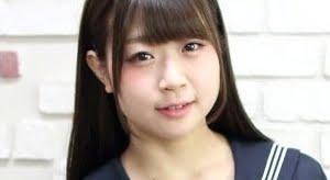 水月桃子 白ハイソックスな紺色セーラー服画像