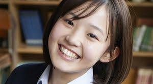 花咲ひより 紺色カーディガンとプリスカの制服画像