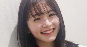 久間田琳加 青いスカーフのセーラー服画像