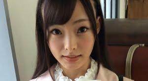 四ノ宮ななみ ピンク色ブレザーに白スカーフの制服画像