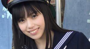 岩田陽菜 白ソックスな紺色セーラー服画像