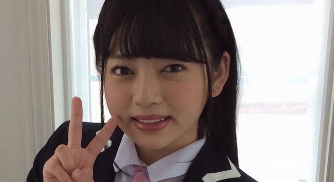 逢坂可鈴 紺色ブレザーな制服コスプレ画像