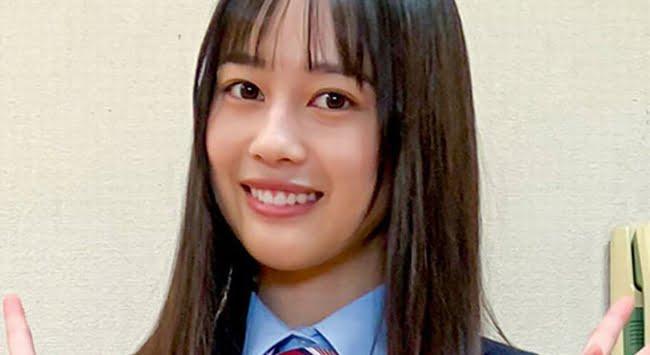 岡田佑里乃 紺色ブレザーなプリスカ制服画像