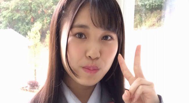 石田ふみ 灰色ブレザーとプリスカの制服画像