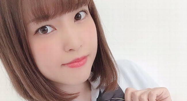 本木瞳 チェック柄のプリスカ制服画像