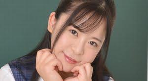 松田つかさ 紺色ハイソックスなプリスカ制服画像