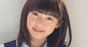 沢村りさ 白ソックスな紺色ジャンスカ制服画像