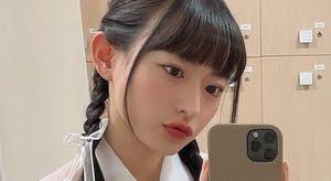 高崎かなみ 紺色ハイソックスなプリスカ服画像
