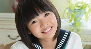 姫川優花 緑色スカーフの白いセーラー服画像