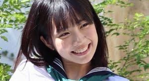 天羽希純 白ハイソックスなセーラー服画像